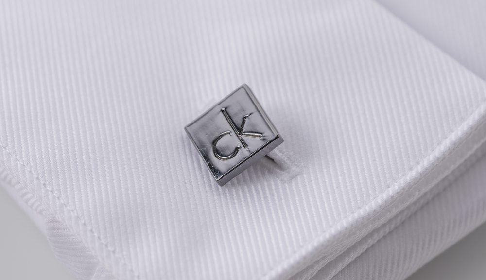 Overhemd met dubbele manchet en manchetknopen
